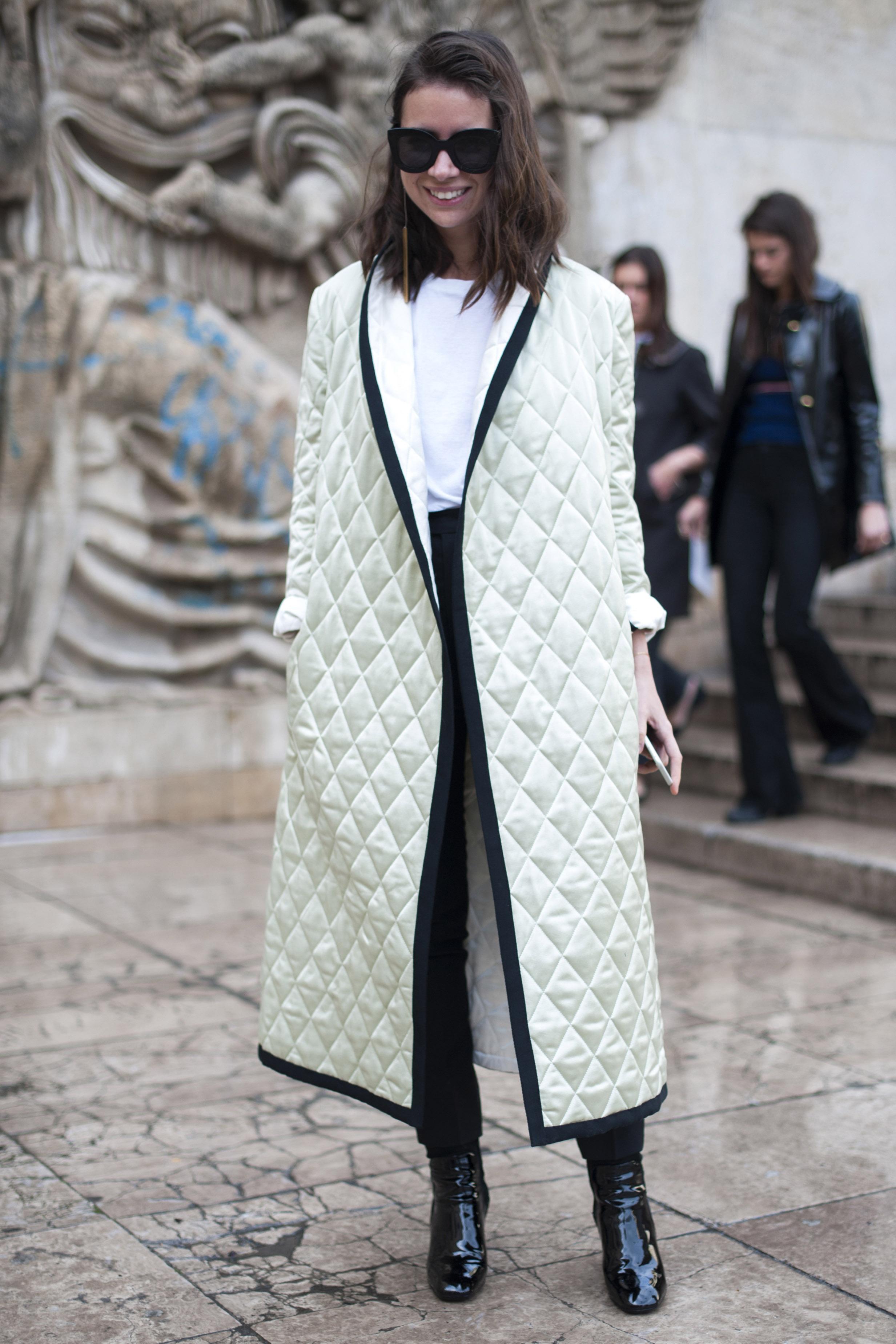 재킷 같이 얇고 기다란 퀼팅 패딩으로 한껏 드레스업 해볼 것.