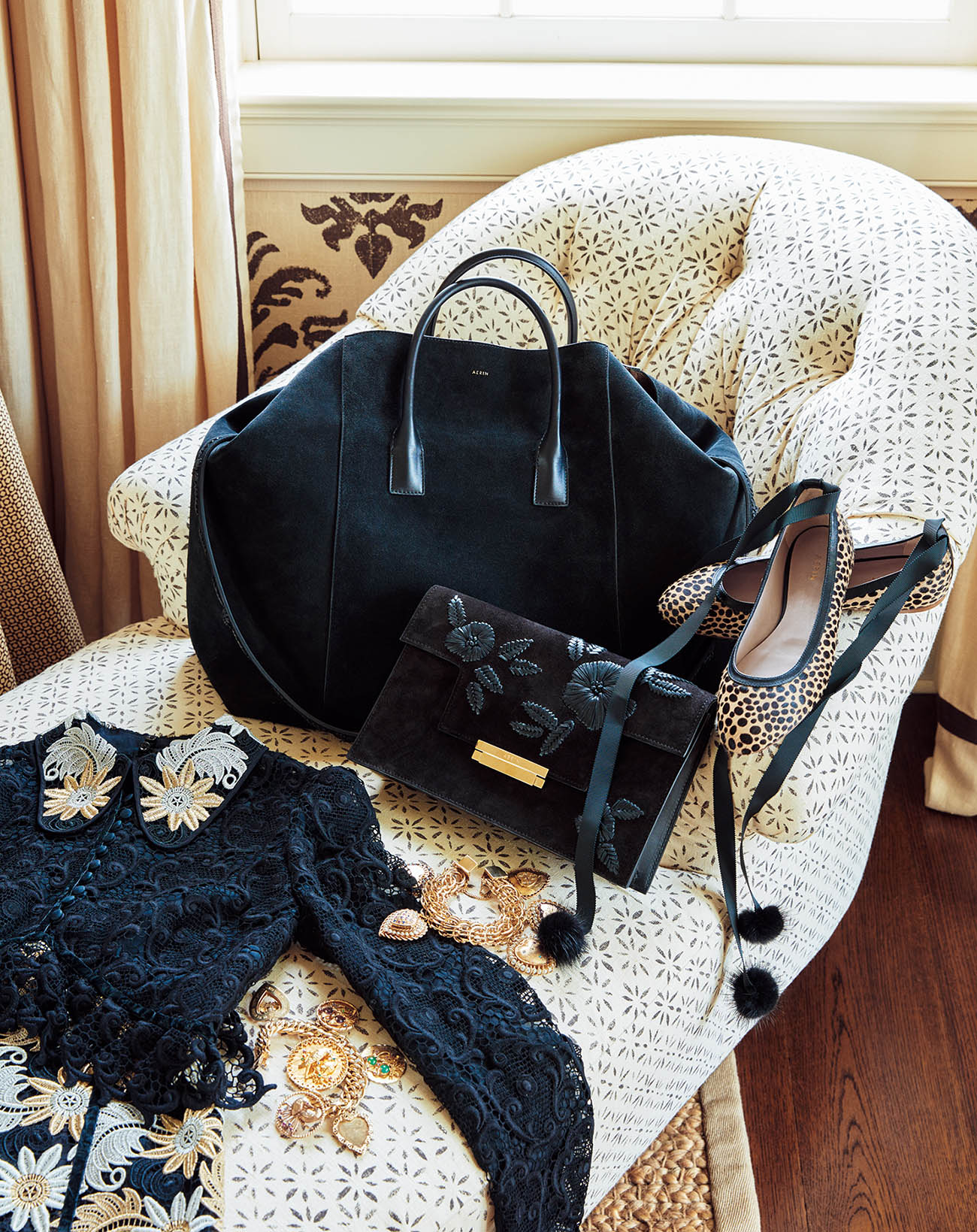 에르뎀 드레스와 에어린의 핸드백과 슈즈, 그리고 팔찌