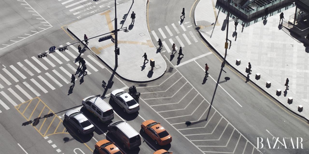모든 도시는 보는 이에 따라서 다르게 기록된다. 각기 다른 시선으로 서울을 바라본 해외 사진가들의 작업 노트.
