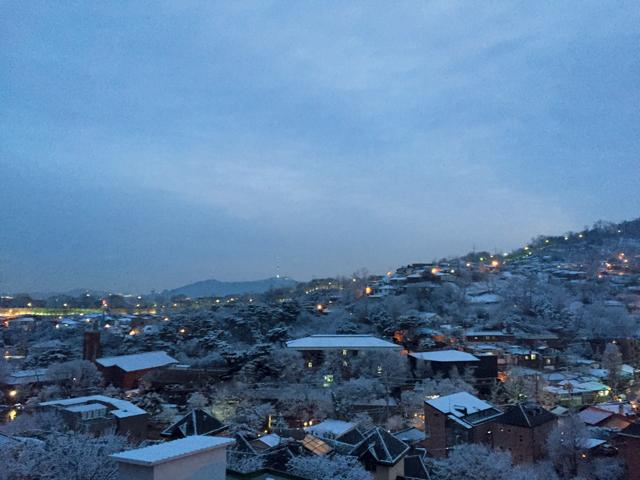 서울 성곽에 불 들어올 시간