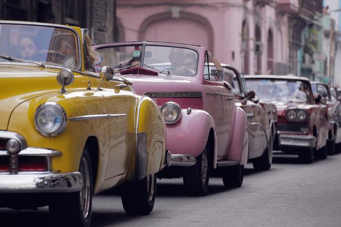 피델 카스트로의 서거로 전세계의 이목이 집중되고 있는 쿠바. 하지만 패션계가 가장 먼저 이 열정의  나라를 주목했다.