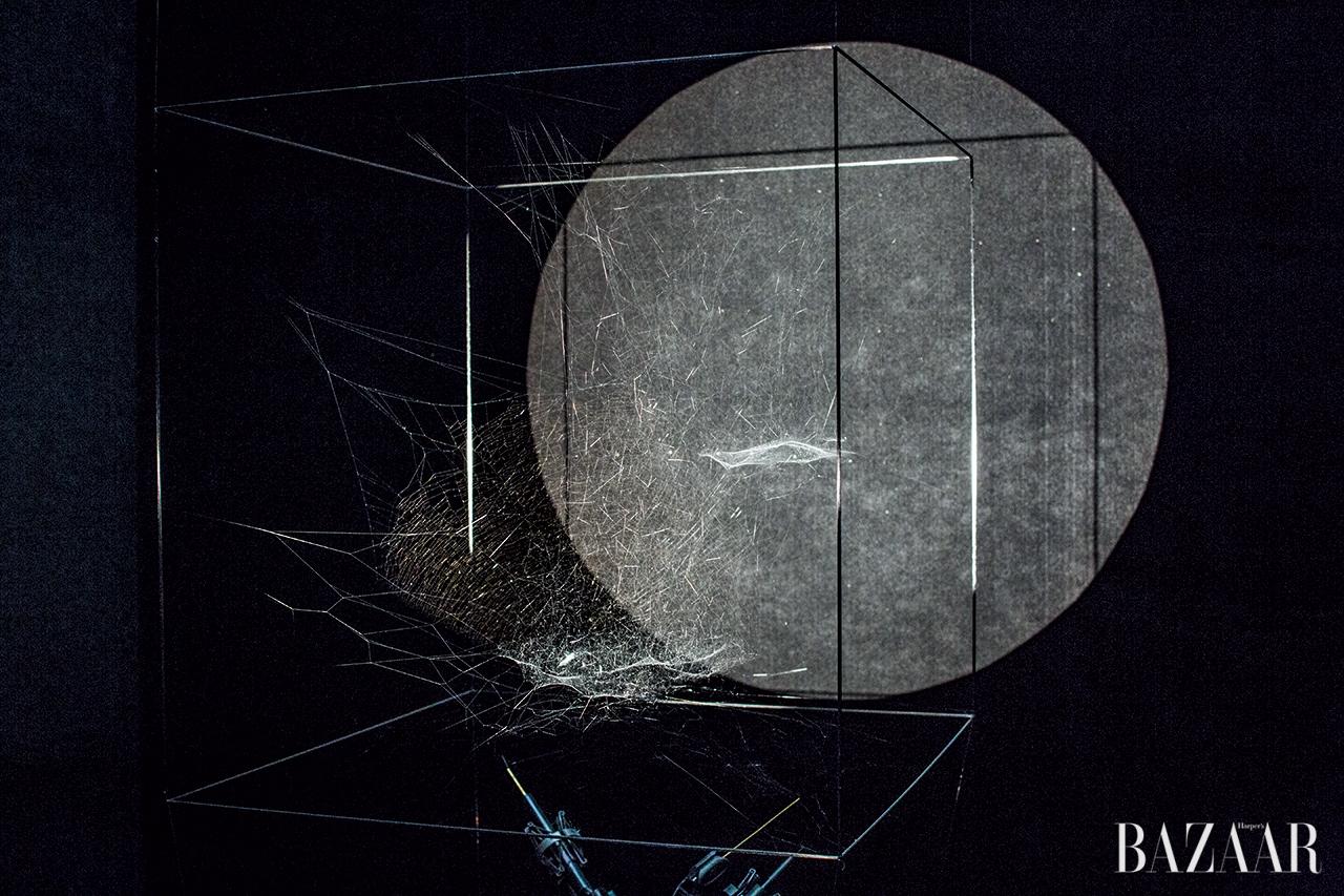 토마스 사라세노(Tomas Saraceno)의 'Sonic Cosmic Webs'