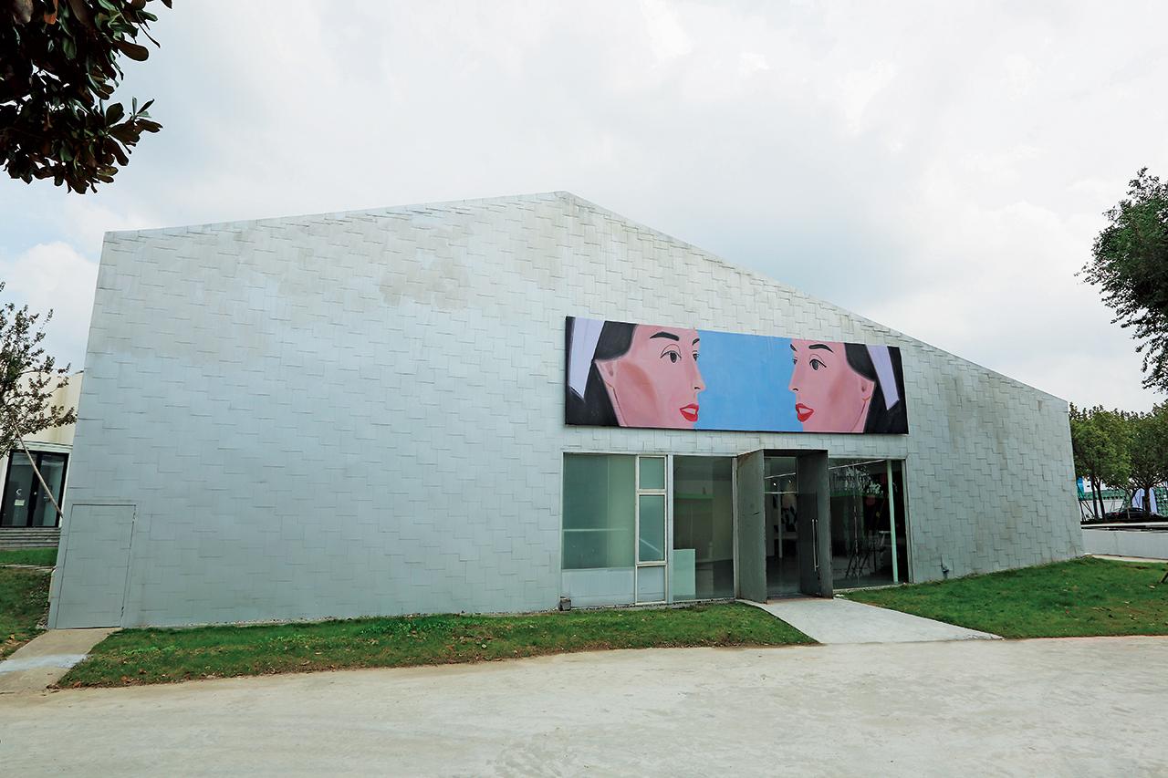 알렉스 카츠의 작품을 전시한 티모시 테일러 갤러리