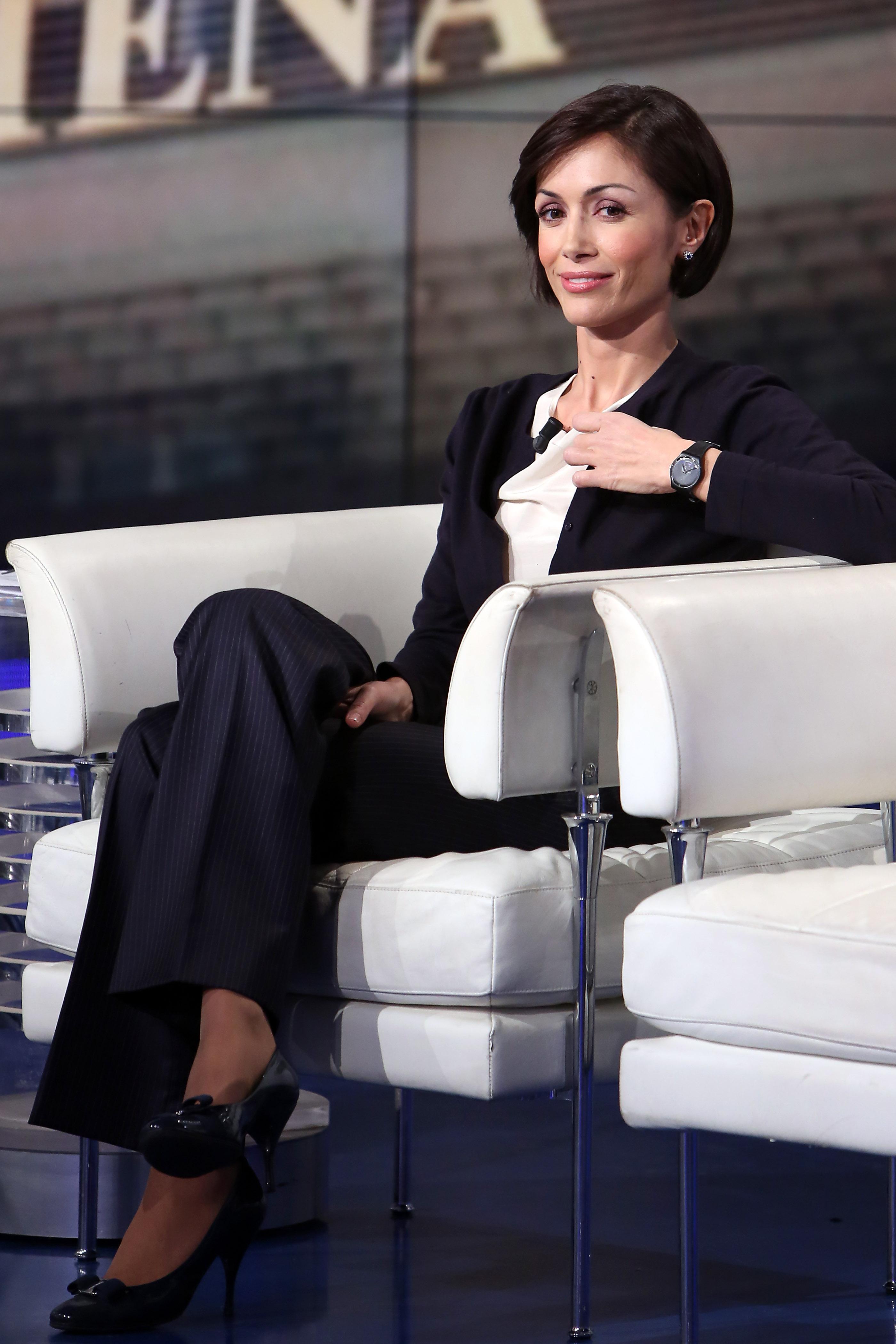미스 이탈리아 6위, 전직 쇼걸, 모델 등 이력이 독특한 이탈리아 평등당 장관 마라 카르파냐. 그녀의 다분히 이탈리아적인 패션 스타일에 대하여.
