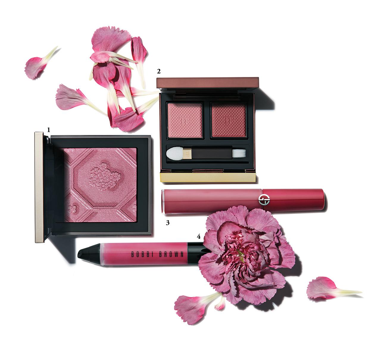 말린 장미 꽃잎을 닮은 핑크로 로맨틱한 기운을 담아볼 것.