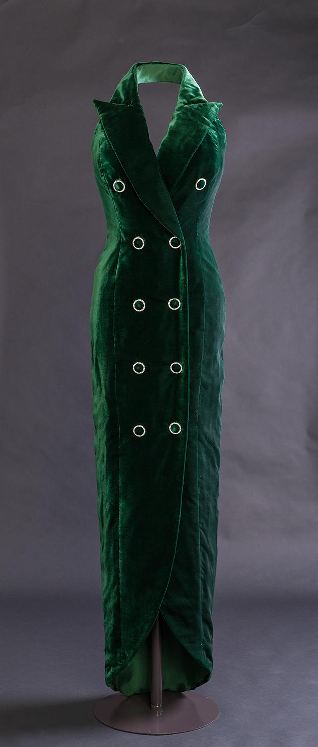 캐서린 워커의 그린 벨벳 홀터넥 드레스 ⓒHistoric Royal Palaces, Richard Lea Hair