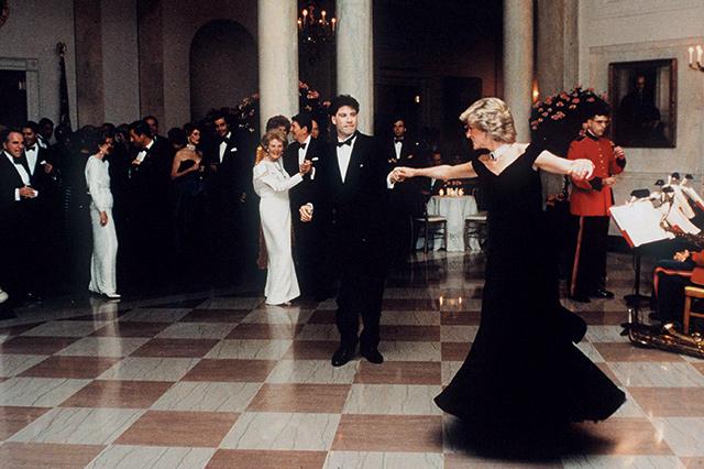 백악관에서 존 트라볼타와 함께 춤추고 있는 모습