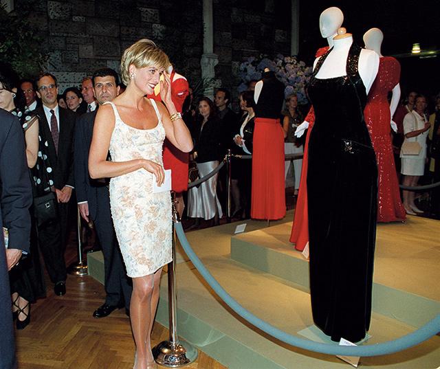 1997년, 자선 드레스 경매에서