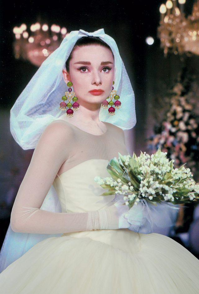 드레스는Vera Wang Bride, 귀고리는 Bulgari 제품.