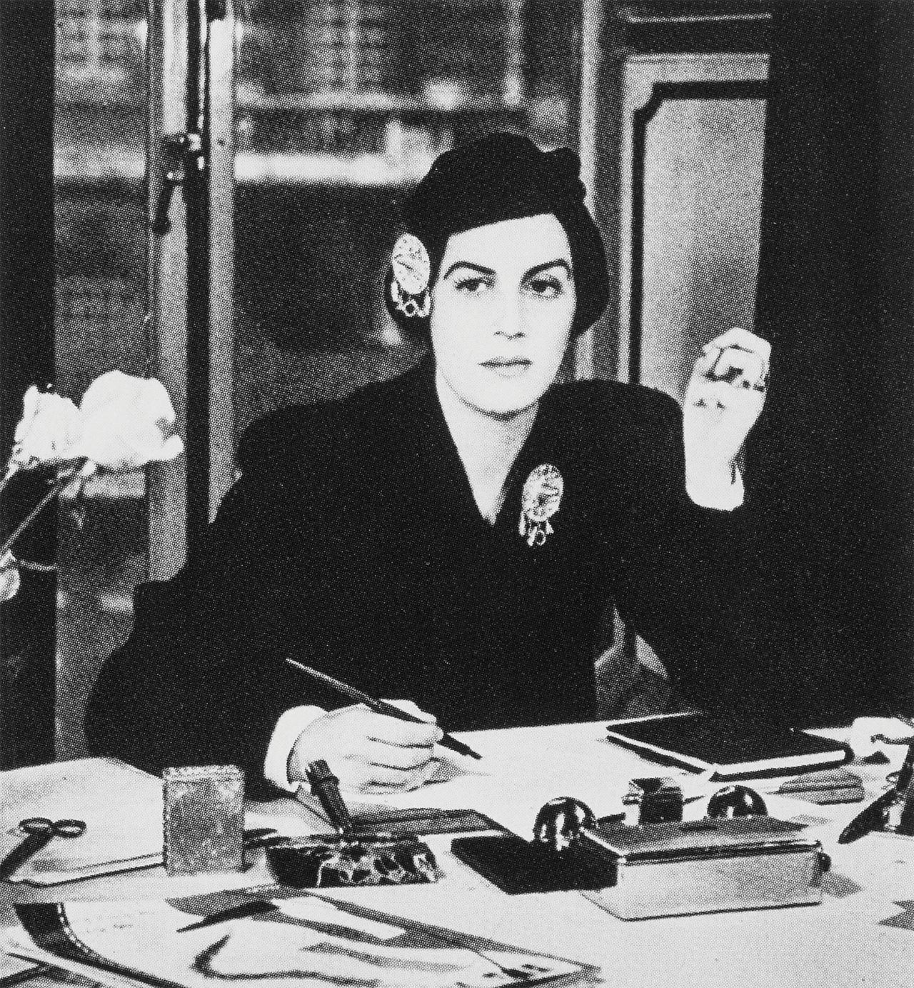 1934년부터 1945년까지 미국과 영국 <바자>에서 일한 제임스 로드니 부인(photo by Francis Kollar)