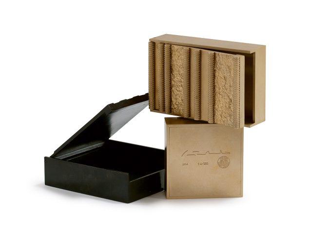 패션계와 밀접히 작업해온 스타 건축가 피터 마리노가 만든 브론즈 박스