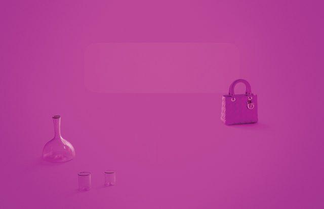 (왼쪽부터) 아티스트 지베르토 아리바베네 (Giberto Arrivabene)가 디올의 아이코닉한 핑크 컬러를 모티프로 만든 투명한 유리 재질의 저그는 7백40만원, 글라스는 각각 2백20만원, 2백만원으로 모두 Dior Maison, 브랜드 시그너처인 카나주 패턴 스티치의 토트백은 Dior 제품.