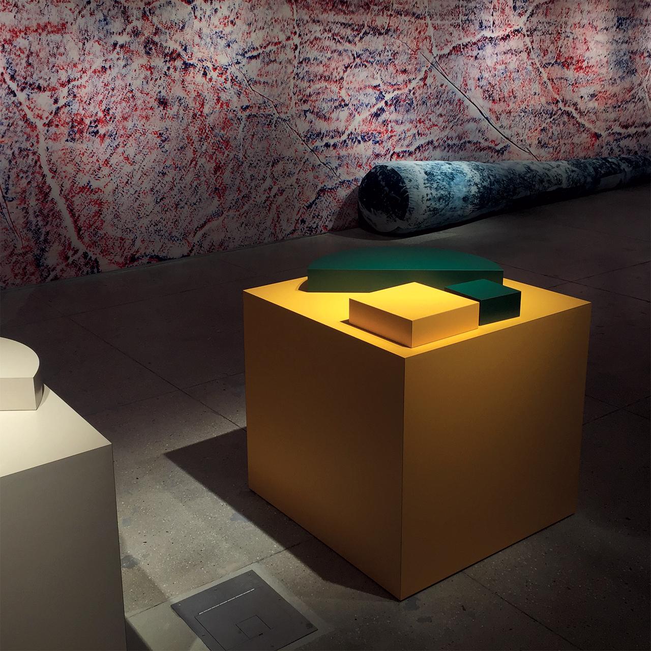 스털링 루비의 작품들로 채워진 캘빈 클라인 쇼룸