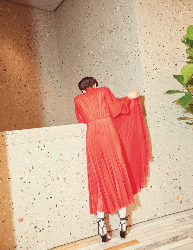 시스루 소재의 플리츠 드레스는 가격 미정, 레이스업 샌들은 1백5만원으로 모두 Céline 제품.