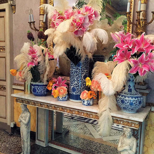 이국적인 꽃을 활용한 주세페 쟈노티의 프레젠테이션 현장