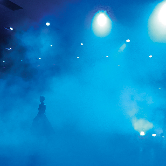 미드나잇 블루 컬러로 가득했던 디올 컬렉션