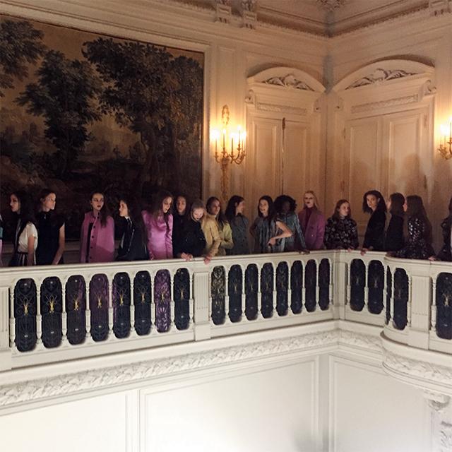 발렌티노 쇼가끝난후 백스테이지 앞의 모델들