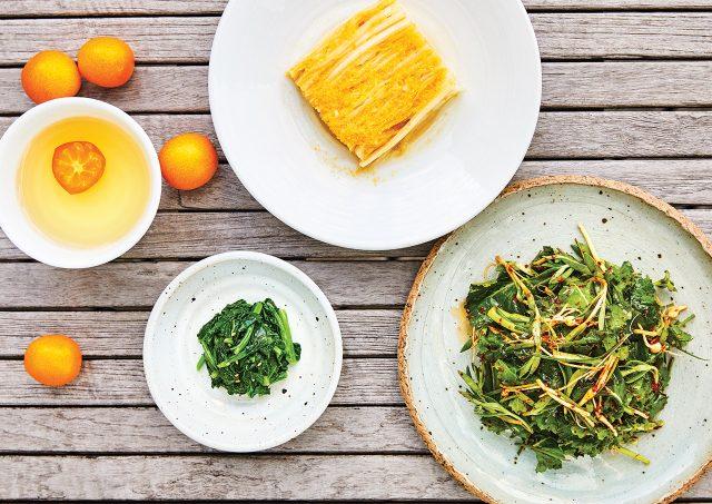 (왼쪽부터) 금귤청으로 만든 차, 유채나물, 귤을 갈아 넣은 김치, 상큼한 봄나물 겉절이