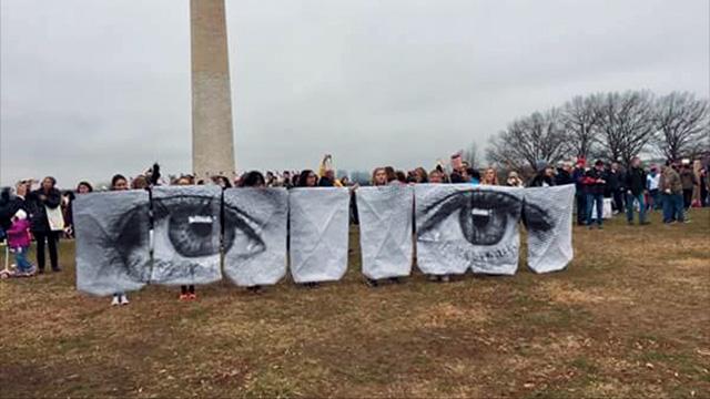 워싱턴 DC 모뉴먼트 앞에서 뉴욕에서부터 같이 버스를 타고 함께 '여성들의 행진'에 참가한 루링 어거스틴 팀