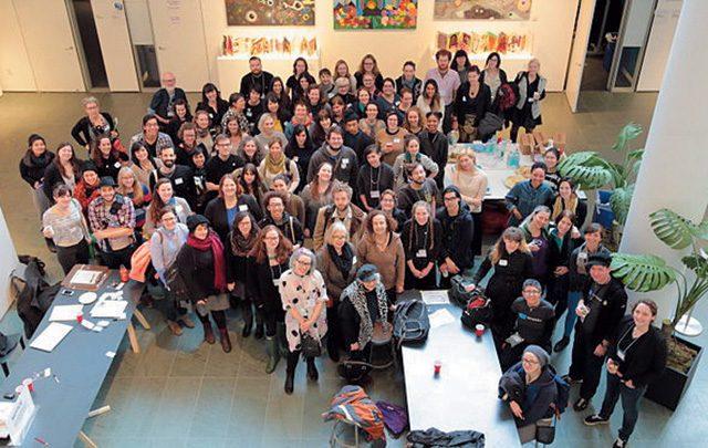 2015년 뉴욕 모마에서 열린 아트+페미니즘 위키피디아 에디터톤에 참가한 사람들 Courtesy Wikimedia Commons
