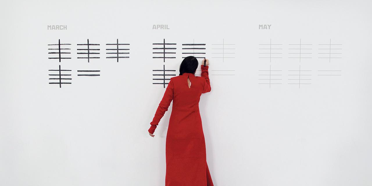 마리나 아브라모비치는 관객과 소통하기 위해 수백 시간에 달하는 퍼포먼스를 진행했다. 낯선 이들이 응시하는 가운데, 그는 소통의 심오한 감각을 구축했다. 이 시대 가장 위대한 퍼포먼스 아티스트를 <바자 아트>가 만났다.