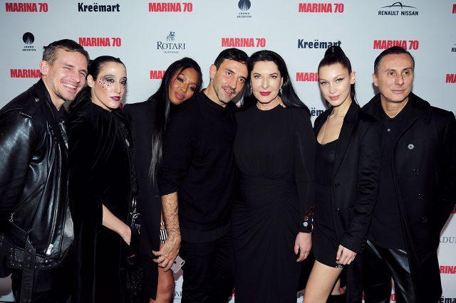 뉴욕 구겐하임 미술관에서 열린 마리나의 70세 생일 파티에서 레이디 페그, 나오미 캠벨, 리카르도 티시, 벨라 하디드 등 친구들과 함께