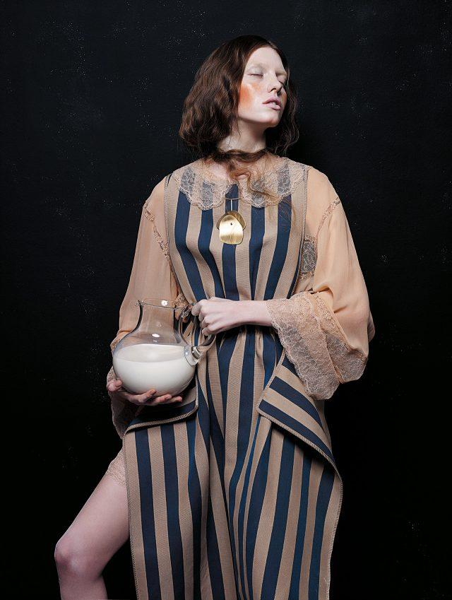 스트라이프 패턴의 드레스는 2백44만원으로 Fendi, 뉴트럴 컬러의 시폰 드레스는 Chanel, 구조적인 골드 목걸이는 7만9천원으로 Cos 제품.