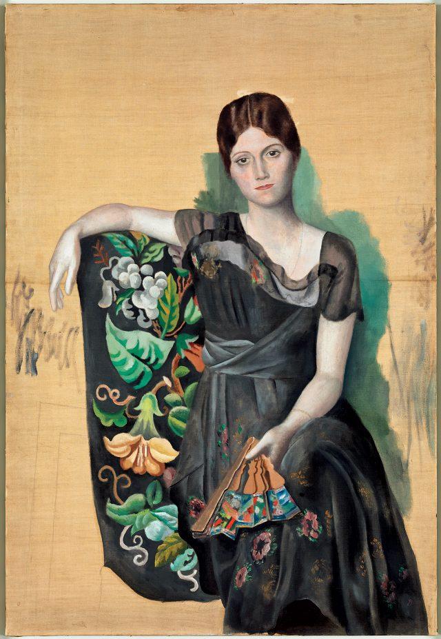 파블로 피카소, '안락의자에 앉아 있는 올가의 초상화(Portrait d'Olga Dans un Fauteuil)' 1918년 봄, 몽트루쥬, 캔버스에 유채, 130×88.8cm©Succession Picasso, 2017Photo: ©RMN-Grand Palais (Musée national Picasso-Paris) / Mathieu Rabeau