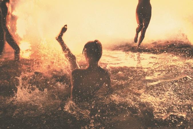 청춘의 아름다운 순간을 담아내는 작가 라이언 맥긴리의 여행 사진집이 출간됐다.