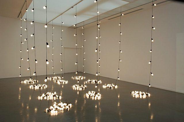 일레인 스터트반트(Elaine Sturtevant), 펠릭스 곤잘레스 토레스(Felix Gonzalez Torres), 'Untitled(America)', 2004 Photo: Pierre Antoine
