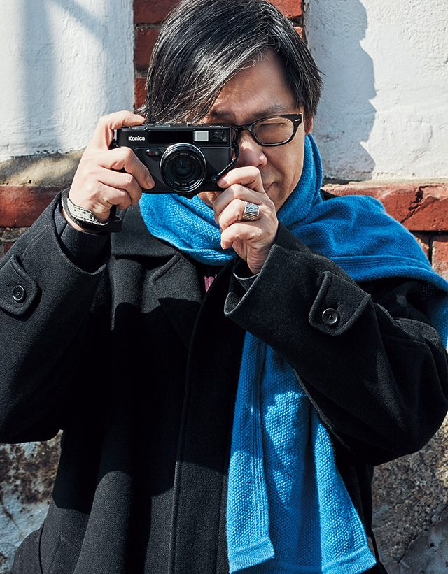 사진가를 찍고 있는 박찬경 작가