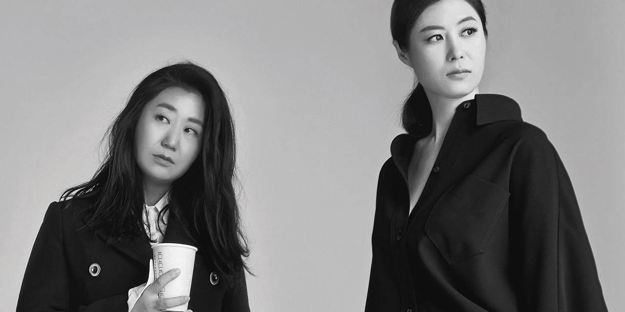 영화 <특별시민>에서 함께한 문소리, 라미란, 류혜영, 심은경. 네 배우가 <바자>의 카메라 앞에서 즉흥적인 장면을 만들어냈다. 온 몸과 마음을 다해 언제나, 영원히 그리고 지금 연기에 헌신하는 네 명의 배우를 만나보자.