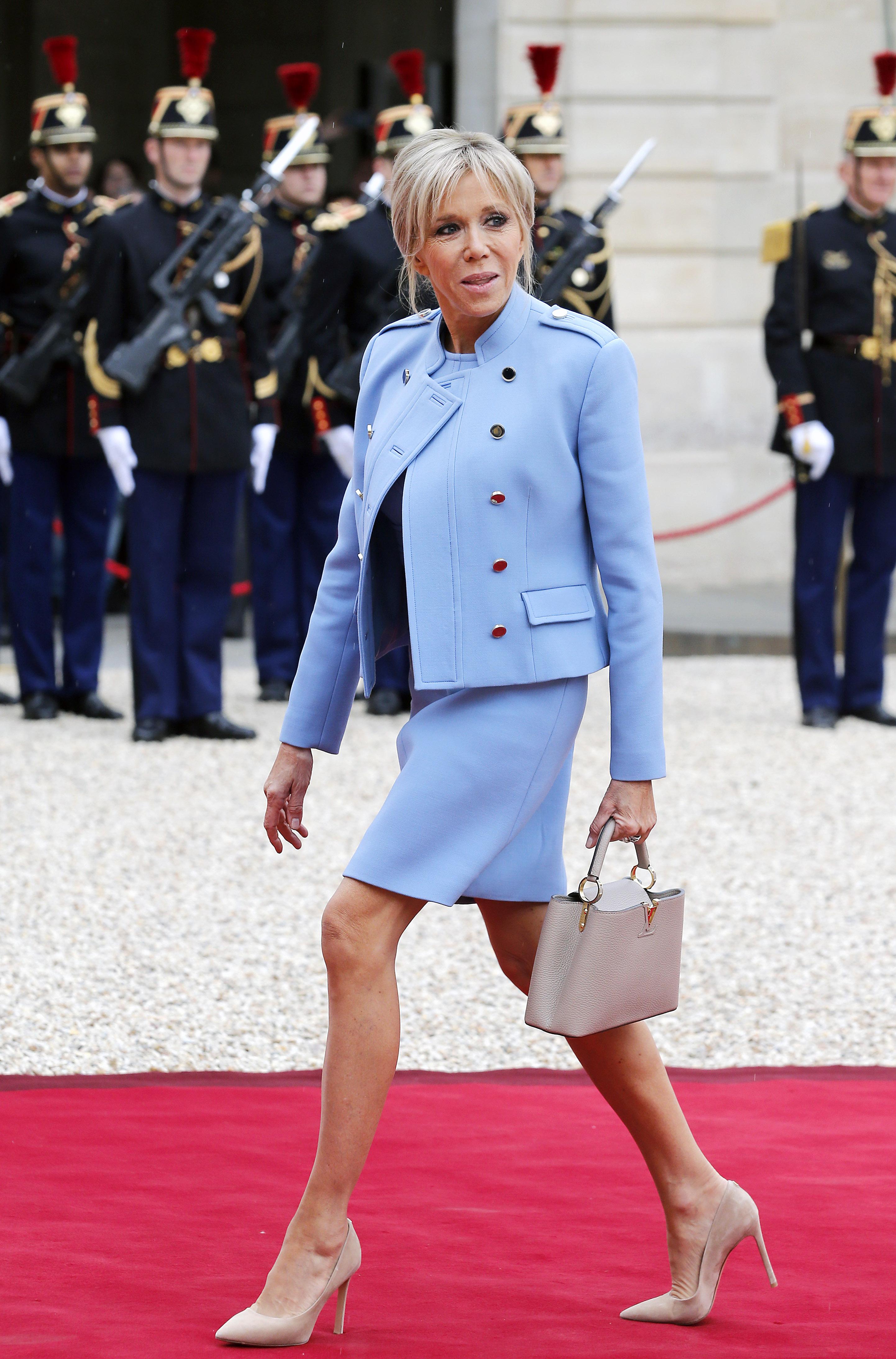 프랑스 최연소 대통령 마크롱의 24세 연상 아내, 브리짓 트로뉴의 패션은?