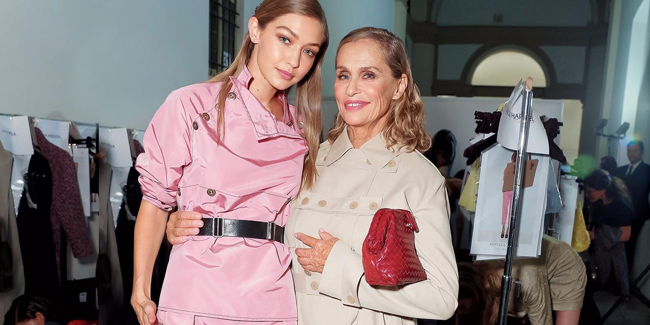 모델, 패션 아이콘, 그리고 보테가 베네타의 새 얼굴이 된 로렌 허튼이 그녀의 하루를 공개한다.