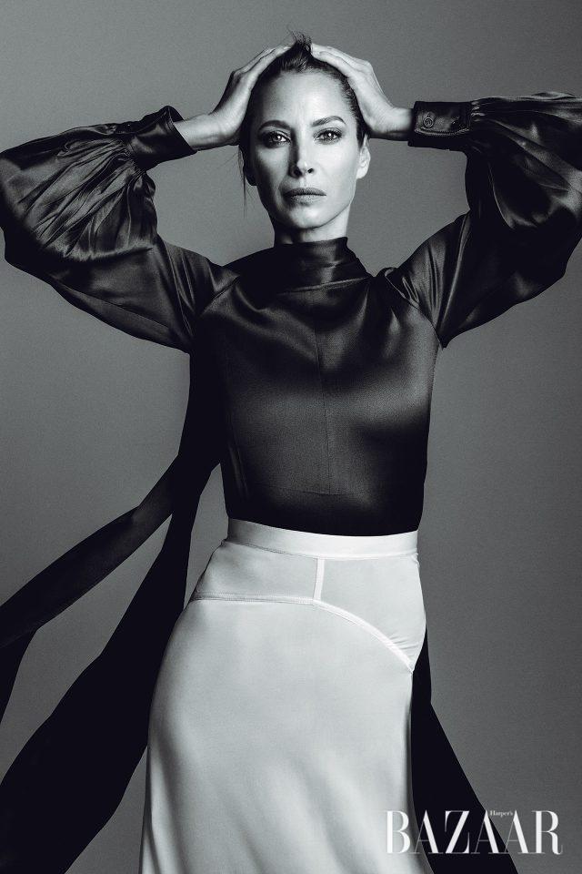 18세에 요가를 시작한 48세의 슈퍼모델 크리스티 털링턴. 자연스러우면서도 완벽한 자세를 자랑한다.