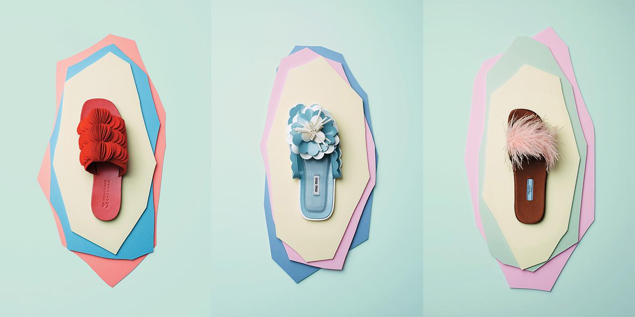드레스다운을 상징하는 슬라이드에 더해진 섬세하고 로맨틱한 쿠튀르 터치.