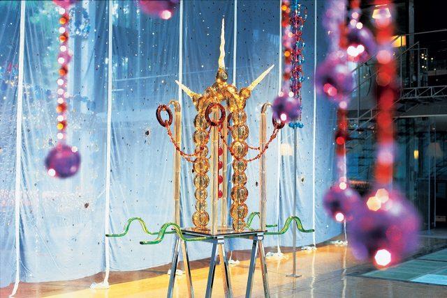 장 미셸 오토니엘(Jean-Michel Othoniel), '유니콘(L'Unicorne)', 2003, 불어서 만든 유리, 금속, 194×70×50cm, 2004년 소장