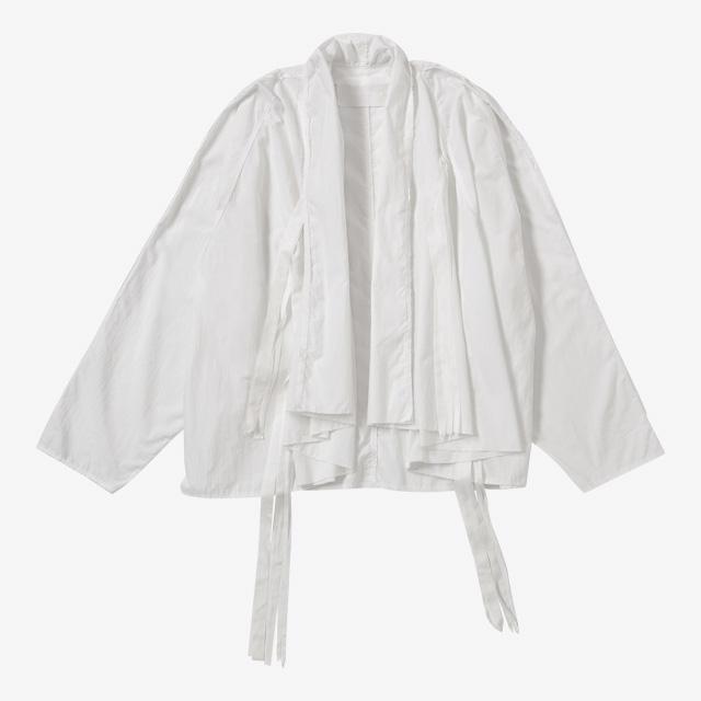 독특한 실루엣의 셔츠는 Midorikawa
