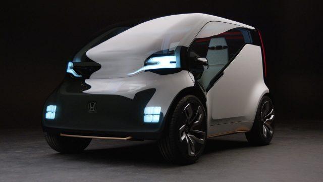 혼다가 라스베가스에서 열린 CES 2017에서 공개한 콘셉트카 'NeuV'. 운전자의 기분을 살피는 미래의 자동차.