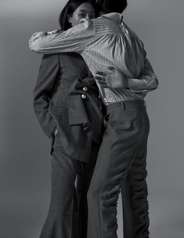 (왼쪽부터) 진주 단추와 러플 디테일로 여성스러움을 극대화한 재킷은 90만원대, 팬츠는 40만원대로 모두 Kimhekim 제품.실키한 스트라이프 셔츠는 42만원, 팬츠는 47만원으로 모두 Window 00 제품.