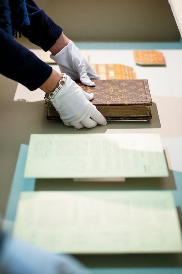 여행의 기록을 담은 오래된 책자들