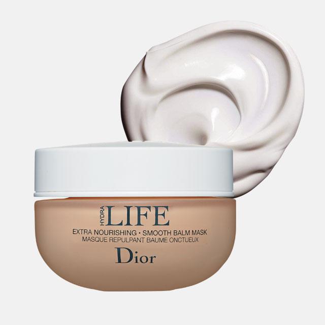 Dior 하이드라라이프 엑스트라 너리싱 스무스 밤 마스크생크림처럼 부드러운 텍스처 속에 담긴 화이트 소나무 오일과 보태니컬 성분이 얼굴의 탄력을 높이고 영양을 가득 채워준다. 50ml, 8만2천원.