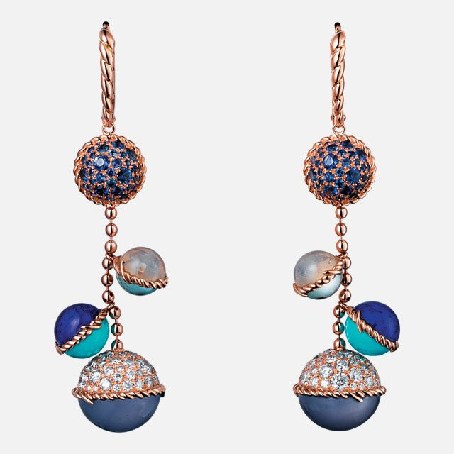 다양한 원석이 세팅된 볼 디테일 귀고리는 가격 미정으로 Cartier