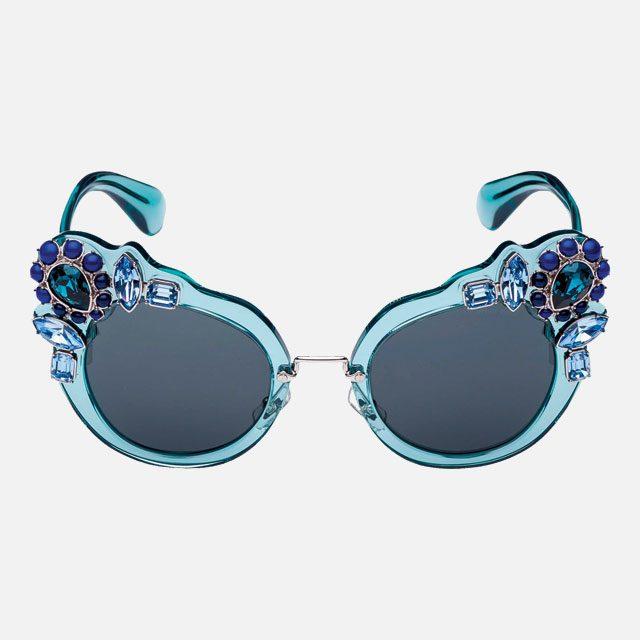 크리스털이 세팅된 우아한 선글라스는 40만원대로 Miu Miu by Luxottica Korea