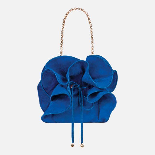 러플로 꽃을 형상화한 체인 백은 가격 미정으로 Nina Ricci