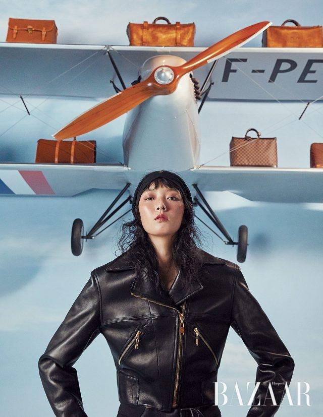 집업 라이더 재킷은 Louis Vuitton 제품.