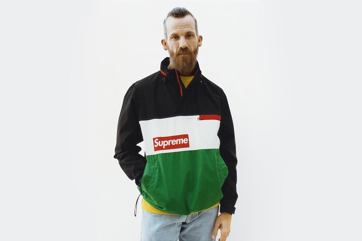 슈프림의 모델이자 전설적인 보더 제이슨 딜. 슈프림의 모델은 대부분 스케이트 보더들이다.