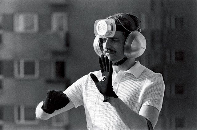 '개인적 도구'를 시연 중인 크지슈토프 보디츠코, 1969