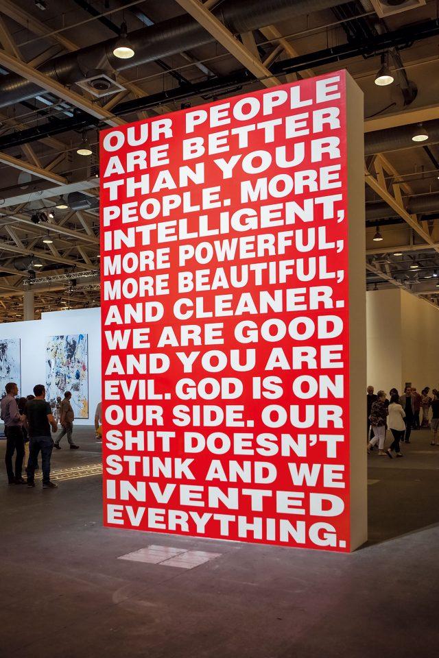 미디어와 정치가 인간의 정체성을 어떻게 통제하는지 텍스트로 표현한 바바라 크루거의 회화 작품 'Untitled'.