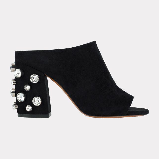 글라스 스톤 장식이 돋보이는 스웨이드 뮬은 가격 미정으로 Givenchy